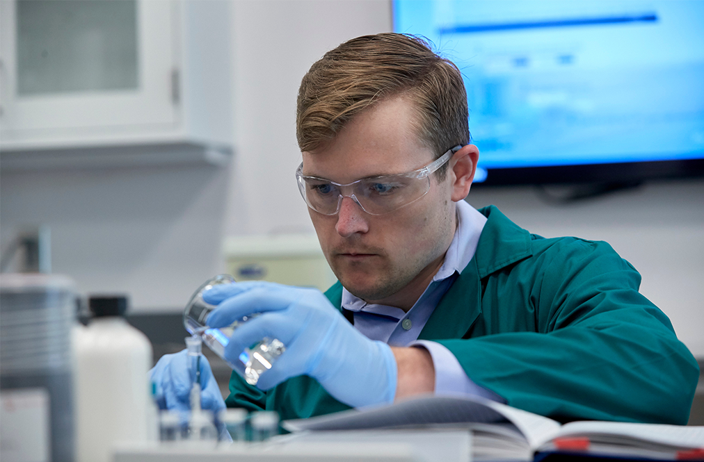 WinField United Scientist Working In A Lab